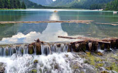 A toblachi tó vízesése.Dél-Tirol.