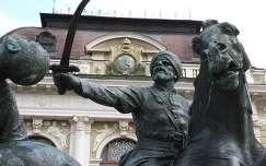 Eger, Dobó tér, a végvári vitézek emlékművének részlete a Városháza előtt