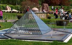 Minimundus,Ausztria,a Louvre Piramisa