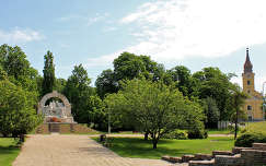 Magyarország, Szolnok, Damjanich-emlékmű és Vártemplom