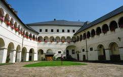 Strasbourgi püspöki vár,belső udvar, Karintia
