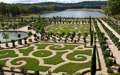 a Versailles-i kastély kertje,Franciaország