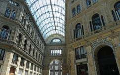 A Galleria Umberto I. Nápolyban, Olaszország