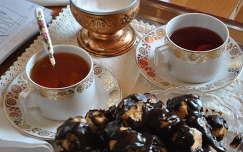 Tea délután a babaházban