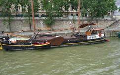 Lakóhajó a Szajnán