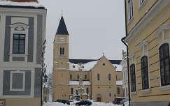 A veszprémi székesegyház a Szentháromság szoborral