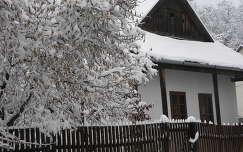 Faluház Szandaváralján