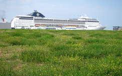 IJmuiden, Nederland, Harbour, Cruise schip MSC Opera