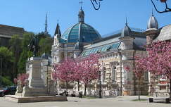 Miskolc, az Erzsébet tér tavasszal