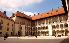 Krakkó, Waweli királyi palota árkádos udvara