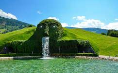 Ausztria, Swarovszki kristályvilágok kiállítás bejárata (Wattens)