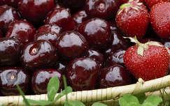 gyümölcs gyümölcskosár cseresznye eper vízcsepp