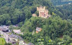 Hohenschwangau vára Neuschwansteintől, Németország
