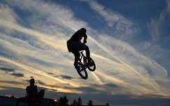 felhő naplemente kerékpározás