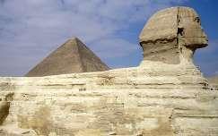 Szfinx és piramis