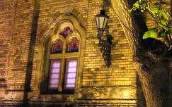 Szeged, az Új Zsinagógánál este. Fotó: Kupcsik Sarolta
