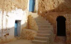 Lakógödör/föld alatti lakás bejáratai, Matmata, Tunézia