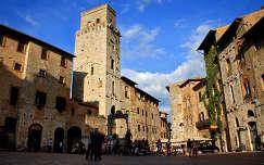 Olaszország, San Gimignano - Piazza della Cisterna