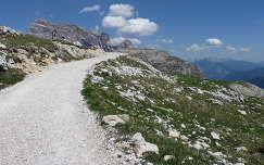 Ösvény a Tre Cime lábainál, Olaszország