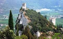 Arco vára Monte Coldorit sziklafalának tetejéről