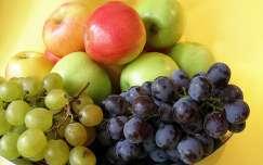 ősz gyümölcs csendélet szőlő alma