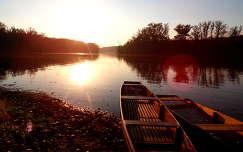 Csónakok a naplementében