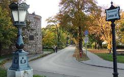 Budapest,A Bécsi kapu előtt,várfalon kívül