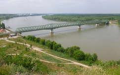 Beszédes József híd Dunaföldvárnál, a Kálváriáról