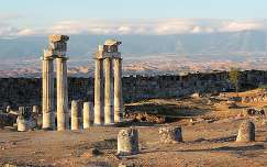 Vestigios de antigua civilización, Pamukkale, Turquía.
