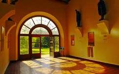 belső tér ajtó árnyék