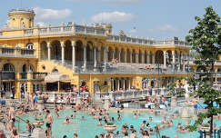 Budapest,Széchenyi fürdő áprilisban