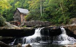 ősz malom vízesés faház erdő