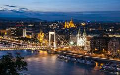 híd erzsébet híd folyó budapest magyarország duna hajó kék óra