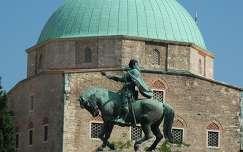PÉCS Széchenyi tér Hunyadi János szobra a dzsámi előtt