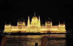 Parlament esti kivilágításban