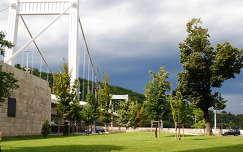 Erzsébet híd pesti hídfője, Budapest