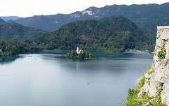 Sziget a Bled-tó közepén, kilátás a Bled-i várból, Szlovénia
