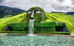 Wattens,Ausztria,a Swarovski kristály látogatóközpontjának bejárata