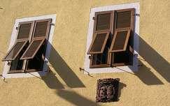 Árnyékok egy freiburgi ház falán, Németország