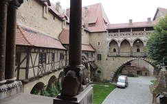 Kreuzenstein várudvara,Ausztria