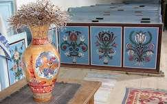 Csillagösvényen vágtató Csaba királyfi az úrasztali váza díszítésén, nagyajtai unitárius erődtemplom, Brassó megye, Erdély