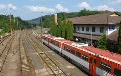 Somoskőújfalu vasútállomás a magyar-szlovák határ közelében