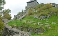 Salgó vára a középső várból