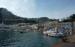 Capri a kikötőből, Olaszország