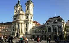 Eger, Minorita templom és a Városháza a megújult Dobó téren