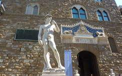 Firenze, a Dávid-szobor és a városháza bejárata