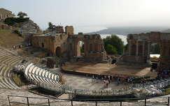 Görög színház romjai Taorminában.   Szicília