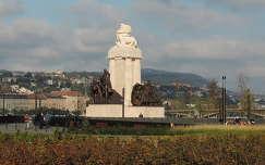 Tisza Istv�n szobra a Kossuth t�ren