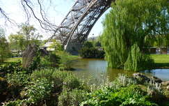 Eiffel torony melletti park