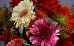 névnap és születésnap gerbera virágcsokor és dekoráció